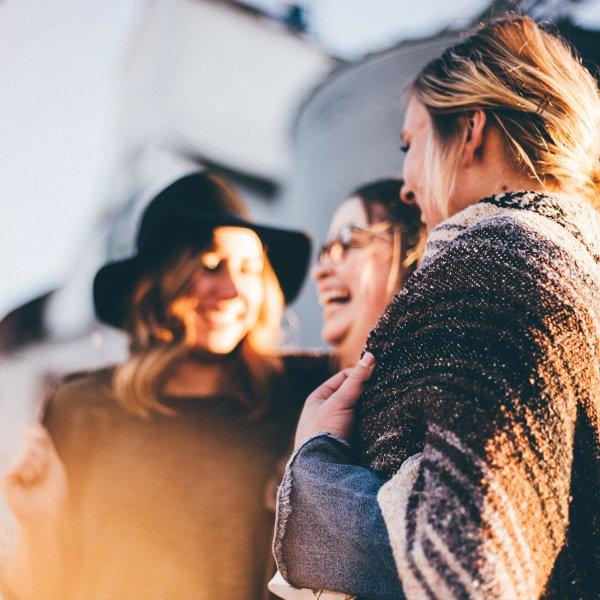 Skupina tří šťastných žen